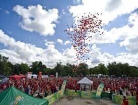 Miles de globos tiñen el cielo de Madrid en la 8ª carrera contra el VIH