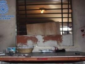 Desmantelan una vivienda 'bunkerizada' para la venta de droga en la Cañada Real