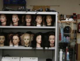 Veinte menores infractoras aprenden peluquería