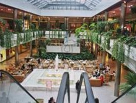 El centro 'Moda Shopping' abre el primer Salón Independiente de Artes Plásticas