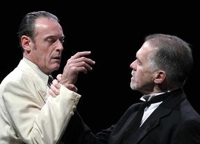 Daniel Freire y Miguel Ángel Solá, en un momento de la obra 'El veneno del teatro'.