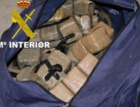 Detenidos con 86 kilos de droga en el coche