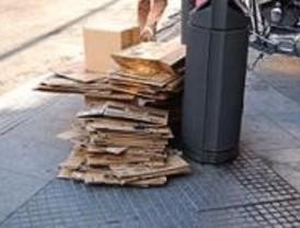 La capital incrementa los servicios de recogida de papel, cartón y vidrio