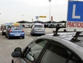 La avalancha de alumnos para sacarse el carné de conducir deja sin examen a 2.500 personas