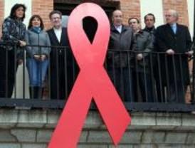 Lazo rojo en el Ayuntamiento de Las Rozas por el Día del Sida