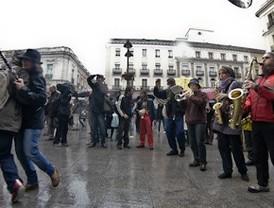 Los músicos callejeros protestan contra la ordenanza del ruido con un concierto en Sol
