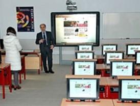 La Comunidad lanza su propio plan 2.0 para escolares con ordenadores 'grandes'