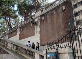 Obras en los muros de los Jardines de Sabatini