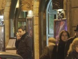 Fumar en la calle aumenta un 16% las denuncias por ruido