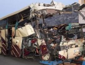 28 muertos al estrellarse un autobús escolar belga en un túnel en Suiza