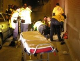 Muere un motorista al caer a la calzada y ser arrollado por un coche