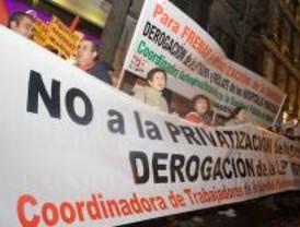 Unas 200 personas piden el fin de la privatización sanitaria en Ferraz y Génova