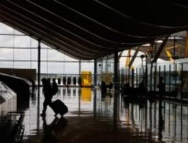 Barajas cancela 28 vuelos con Irlanda, Reino Unido y Holanda por la nube volcánica