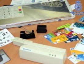 Detenidos por falsificar tarjetas de crédito