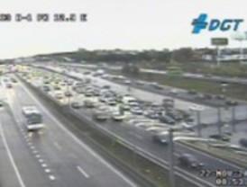 La lluvia ralentiza el tráfico en las carreteras
