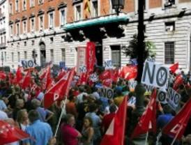 Los sindicatos se vuelven a concentrar frente al Ministerio de Hacienda