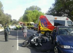 Dos heridos graves en un accidente entre una moto y un coche en la M-605