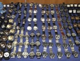 La Policía detiene a 15 personas por distribuir falsificaciones de relojes de marca