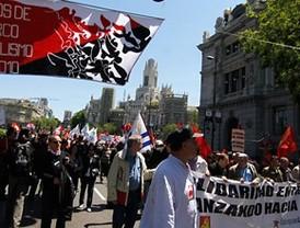 Miles de personas se manifiestan en Madrid por una huelga general