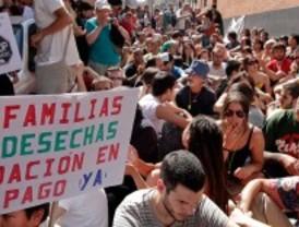 La movilización ciudadana frena el desahucio de una familia en Tetuán