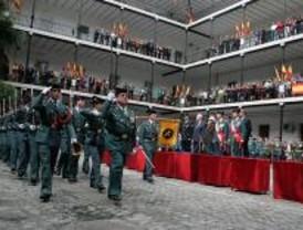 Mestre preside la celebración del Pilar organizada por la Guardia Civil