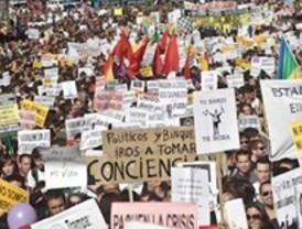 Miles de personas exigen dejar de ser 'mercancías' de políticos y banqueros