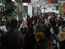 Gran afluencia de viajeros en la Estación Sur de autobuses