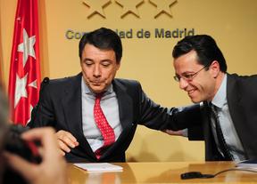 Ignacio González (izda.) junto al exconsejero Javier Fernández-Lasquetty, el día que éste anunció su dimisión