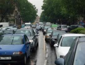 Los atascos para salir de Madrid en la primera mañana del puente alcanzan ya los 35 kilómetros