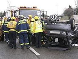 Herido muy grave un joven al volcar su coche en la M-607