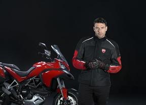 Primer sistema de airbag de chaqueta integrado con una motocicleta