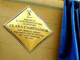 Una placa para Clara Campoamor