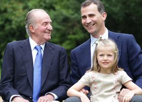 Juan Carlos I con su hijo y su nieta