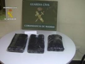 Detenidos en Barajas con más de 14 kilos de cocaína