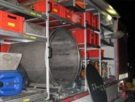 Una fuga de ácido clorhídrico de un camión corta la R-2 durante toda la noche
