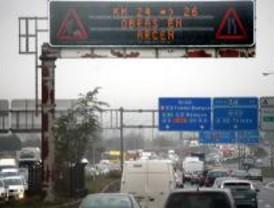 Más de cien kilómetros de retenciones en los accesos a la capital por la lluvia
