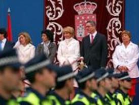 Aguirre preside la parada militar ante miles de madrileños