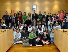 Estudiantes norteamericanos visitan el Ayuntamiento de Boadilla