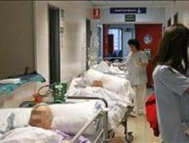 PSOE denuncia que 650 madrileños esperan en los pasillos de los hospitales a ser atendidos