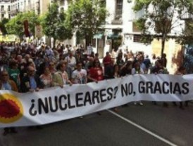 Las organizaciones ecologistas se manifiestan para pedir el cierre de las centrales nucleares