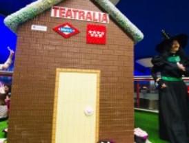 Los niños madrileños recuerdan a los Hermanos Grimm con una casita de chocolate