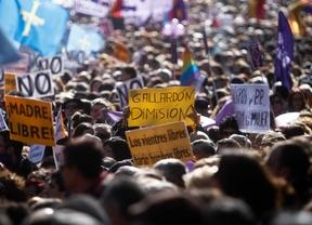 'El tren de la libertad' recorre Madrid contra la reforma de la ley del aborto