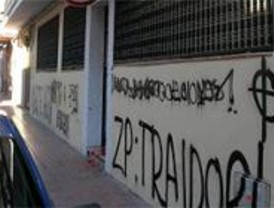 Simancas visita la sede del PSOE para comprobar los desperfectos provocados este domingo