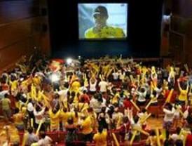 Pinto celebra la victoria de Contador