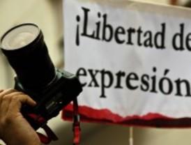 Concentración de fotógrafos por la detención de un compañero