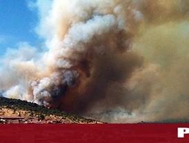 Estabilizados tres de los seis focos del incendio de Robledo