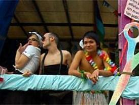 El alcalde de Alcorcón recibe a la caravana del 'Orgullo Gay'