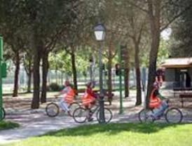 Un centenar de niños reivindican en Vallecas su derecho a ir al colegio en bici