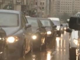La lluvia causa retenciones kilométricas en los accesos a Madrid