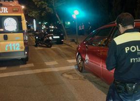 Herido muy grave un motorista al colisionar con un turismo aparcado en San Blas